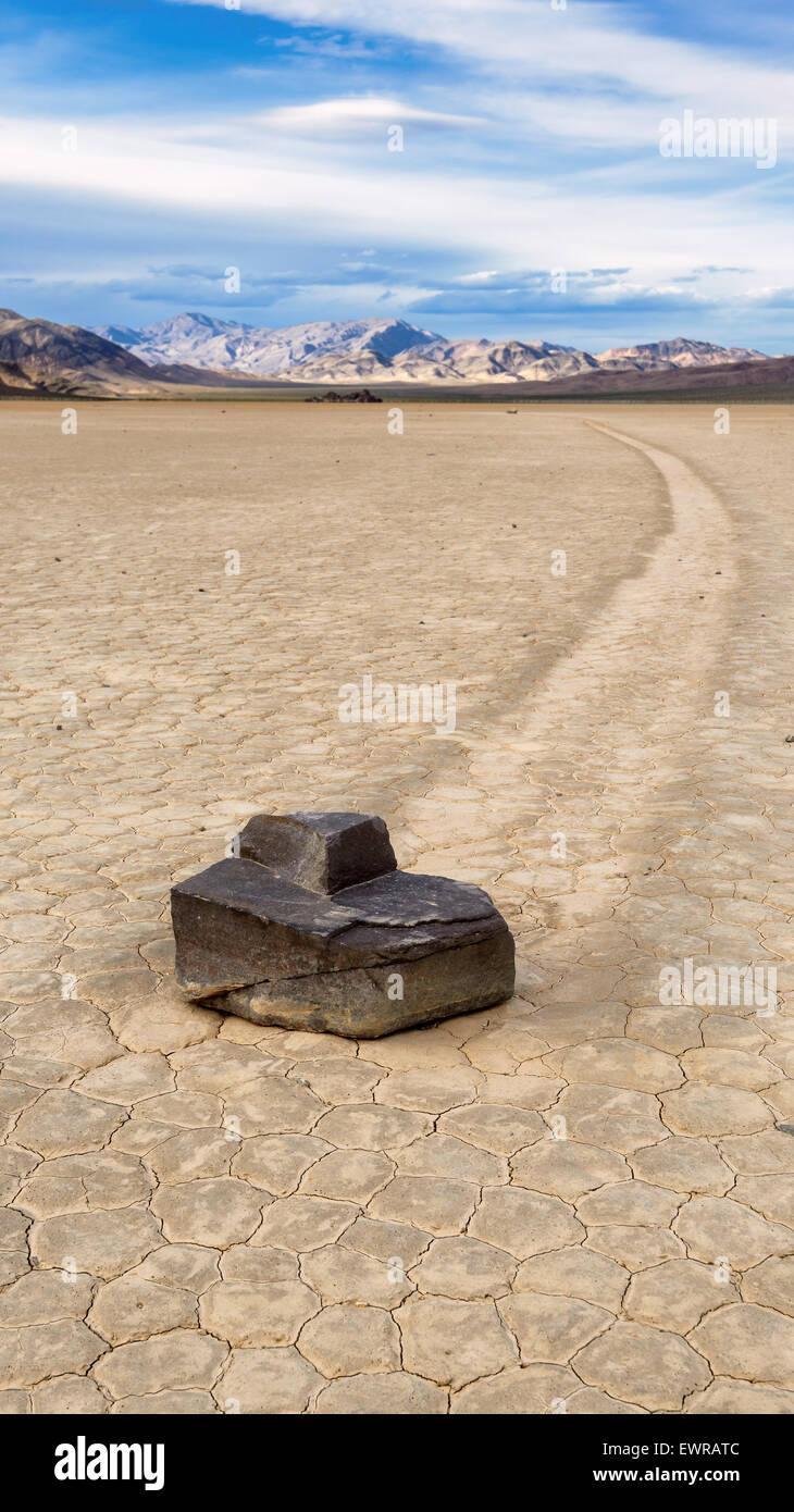 Segeln Sie Stein am Racetrack Playa in Death Valley Nationalpark, Kalifornien. Stockbild