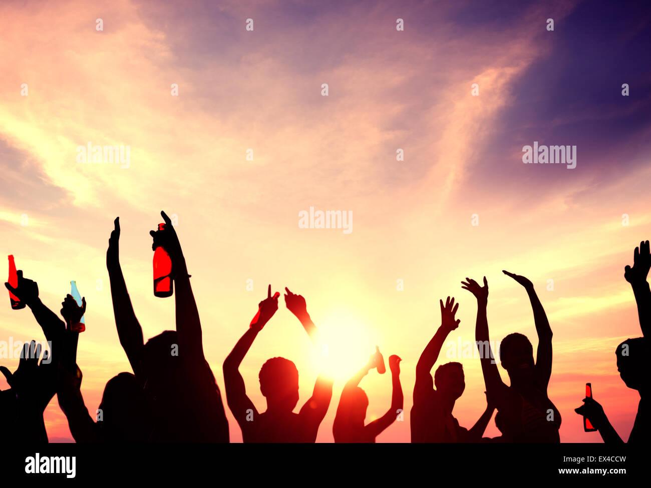Leute feiern Beach Party Sommer Urlaub Urlaub Konzept Stockbild