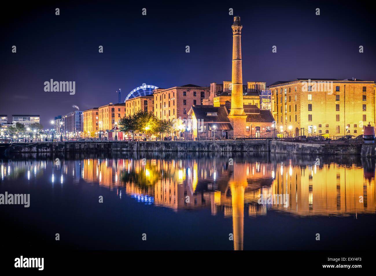 Liverpool Vereinigtes Königreich Waterfront Skyline bei Nacht Stockbild