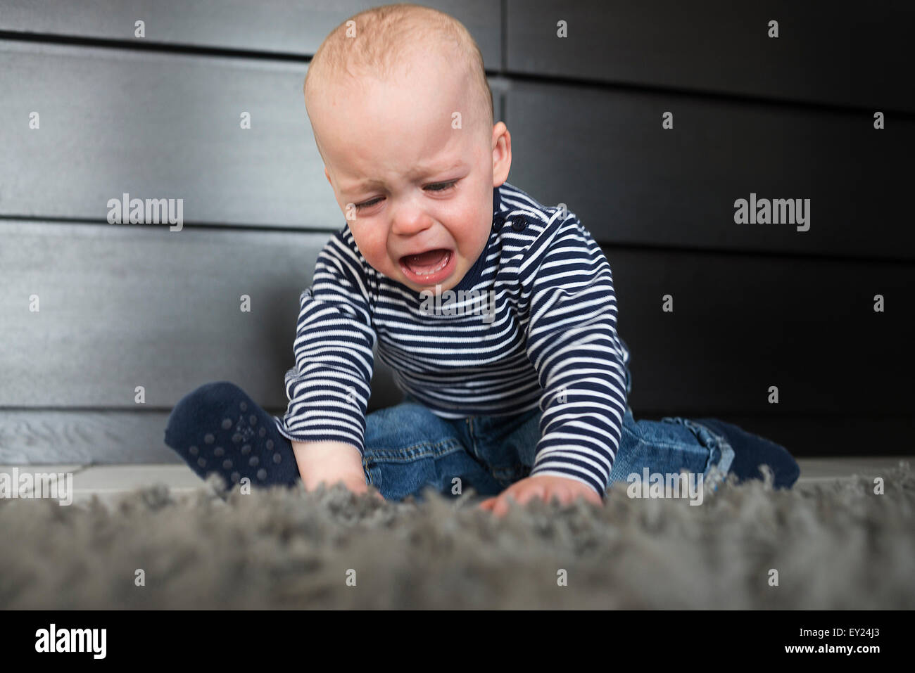 crying toddler on floor stockfotos crying toddler on. Black Bedroom Furniture Sets. Home Design Ideas