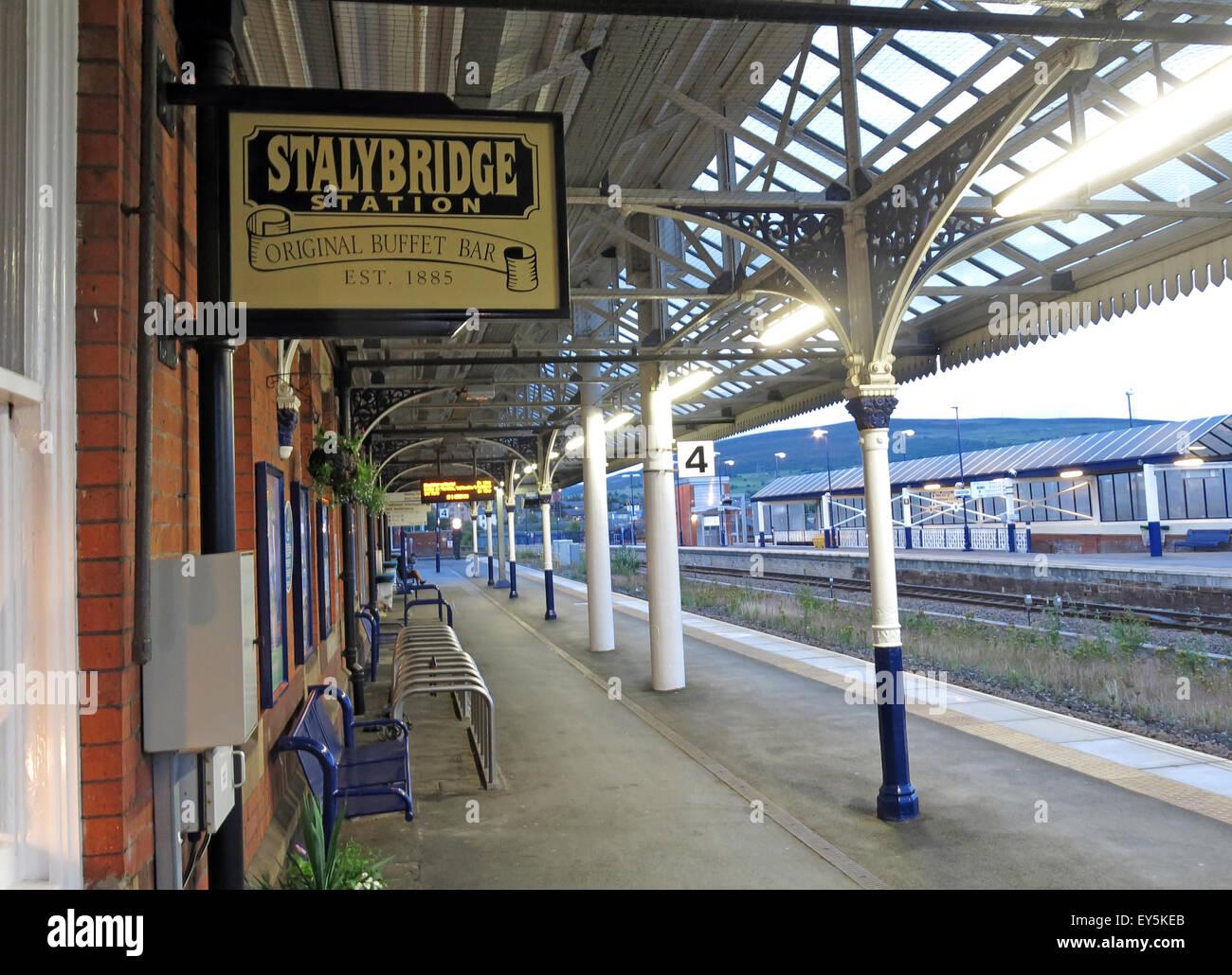 Laden Sie dieses Alamy Stockfoto Stalybridge Station Original Buffet Bar, est 1885, Transpennine Aletrail, Tameside, Greater Manchester, England, UK - EY5KEB