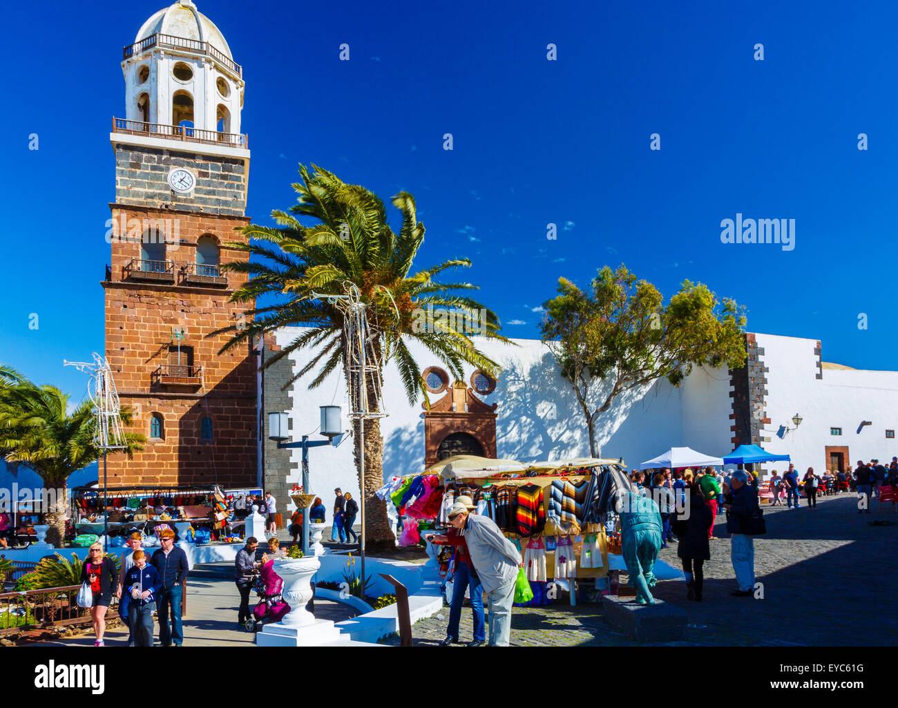 Markt und Kirche Nuestra Señora de Guadalupe. Teguise. Lanzarote, Kanarische Inseln, Spanien, Europa. Stockbild