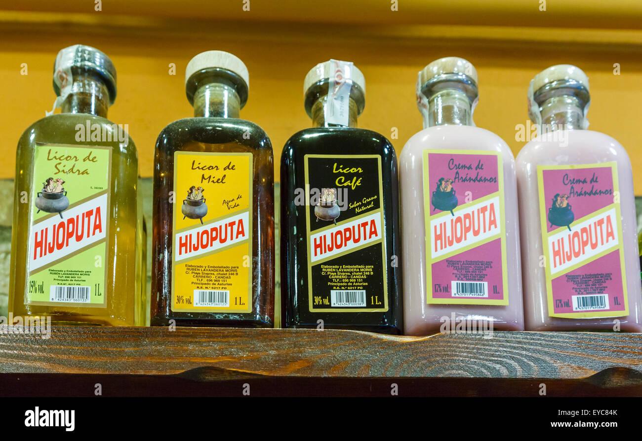 traditionelle alkoholische Getränke in einem Geschäft Stockfoto ...