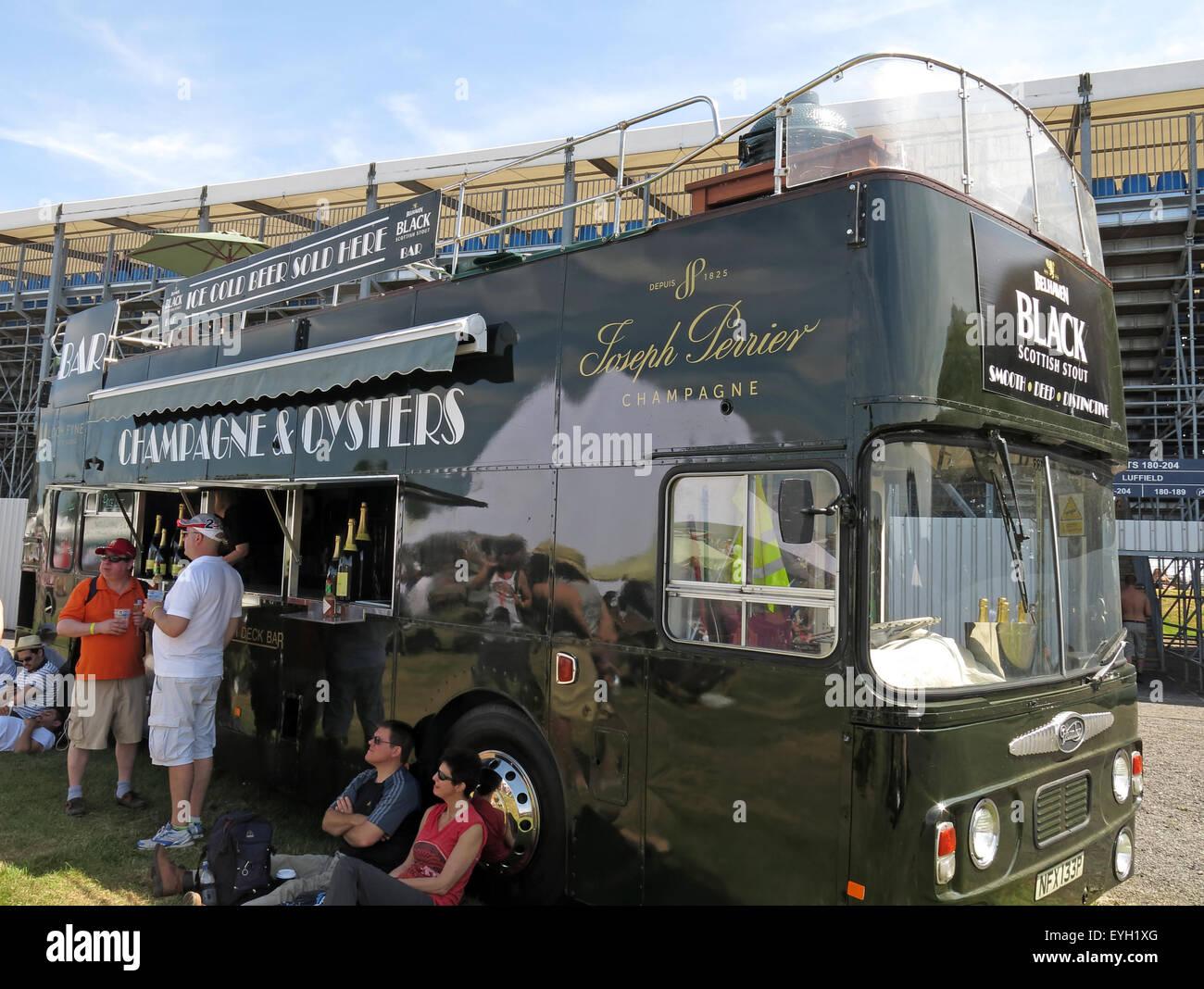Laden Sie dieses Alamy Stockfoto Schwarzen Bus, Joseph Perrier Champagner und Austern-Bar bei einer Veranstaltung - EYH1XG