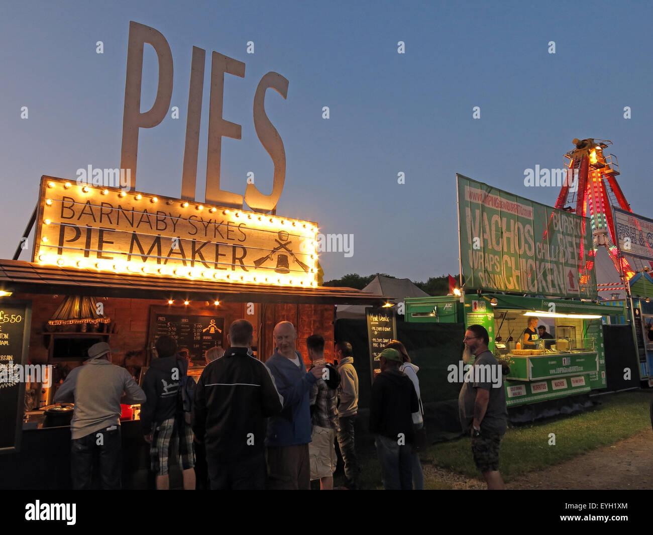 Laden Sie dieses Alamy Stockfoto Handgefertigte Artisan Kuchen zum Verkauf an ein Festival, England, UK - EYH1XM