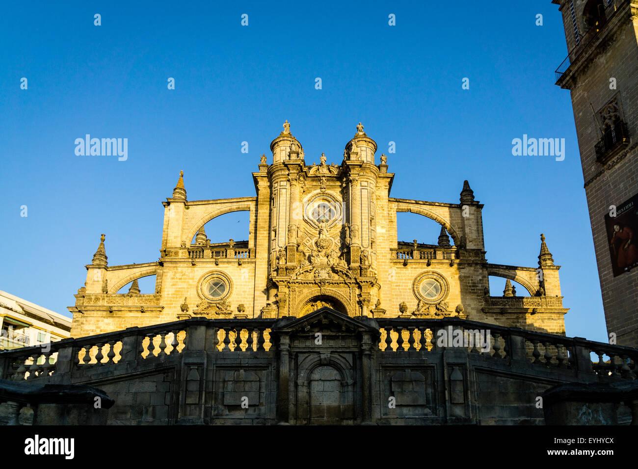 Die Kathedrale von San Salvador in Jerez De La Frontera, Spanien. In einer Mischung aus Gotik, Barock und Neo-klassizistischen Stockbild