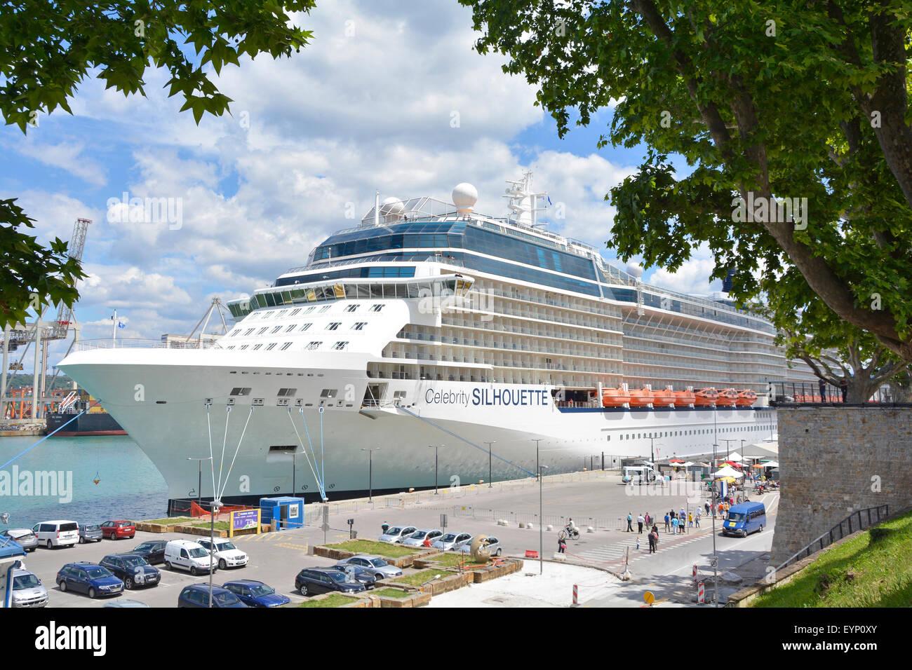 Kreuzfahrtschiff liner Celebrity Silhouette vertäut im Hafen von Koper in Slowenien Teil der Adria cruisin Stockbild