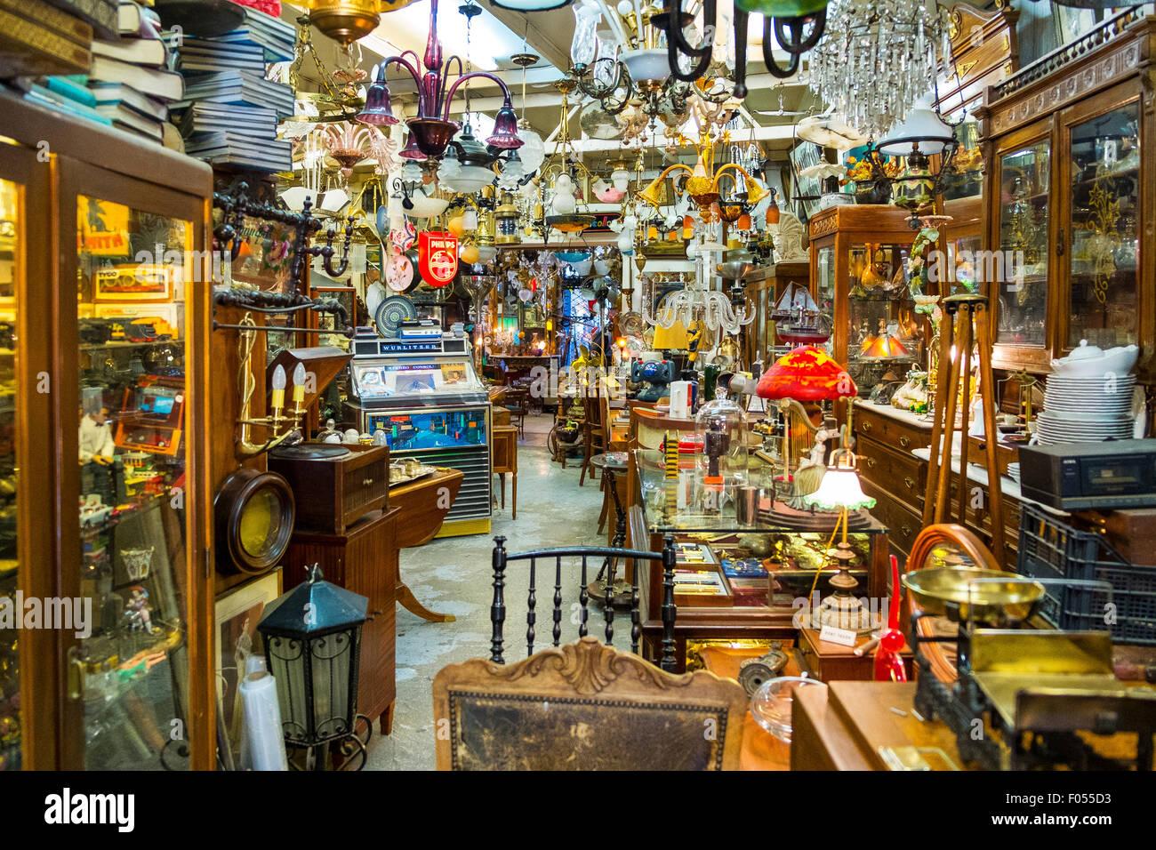 inneren Junk-Antik Trödel Sammler Shop Sammlerstücke Antiquitäten viel Zeug vollgestopft Stockbild