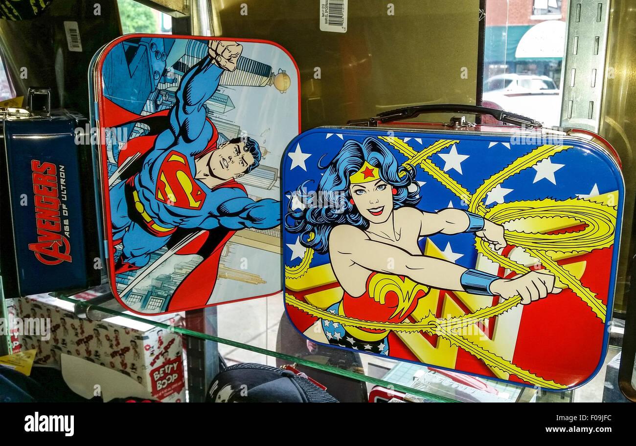 Nostalgische Andenken einschließlich der alten Zeit super Held Lunch-Boxen und StarTrek Erinnerungsstücke Stockbild