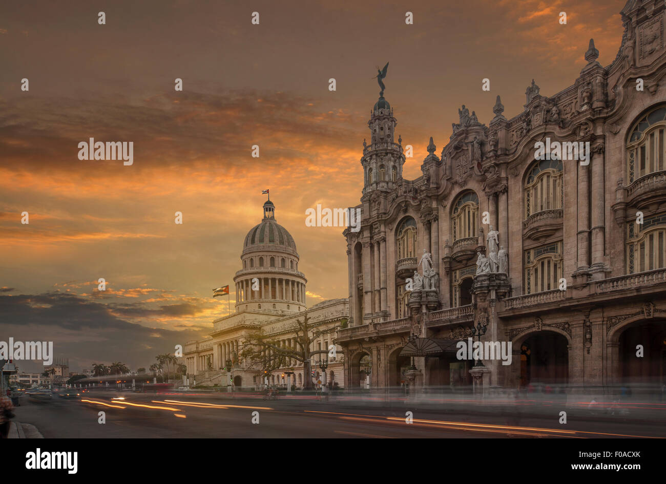 Das Kapitol und das Nationaltheater bei Sonnenuntergang, Havanna, Kuba Stockbild