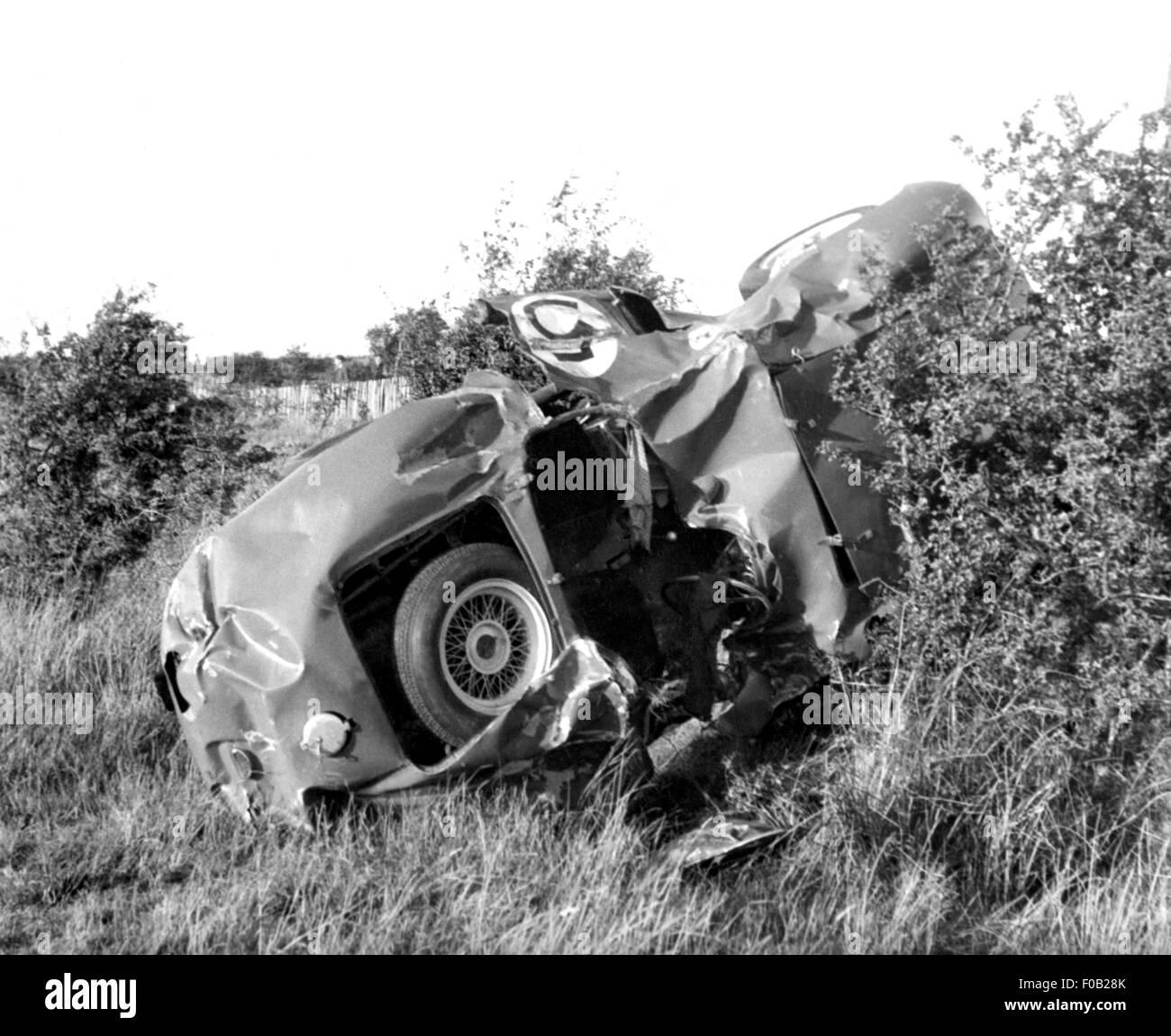 Abgestürzte Ferrari von Oliver Gendebien bei 1955 Dundrod TT Stockbild