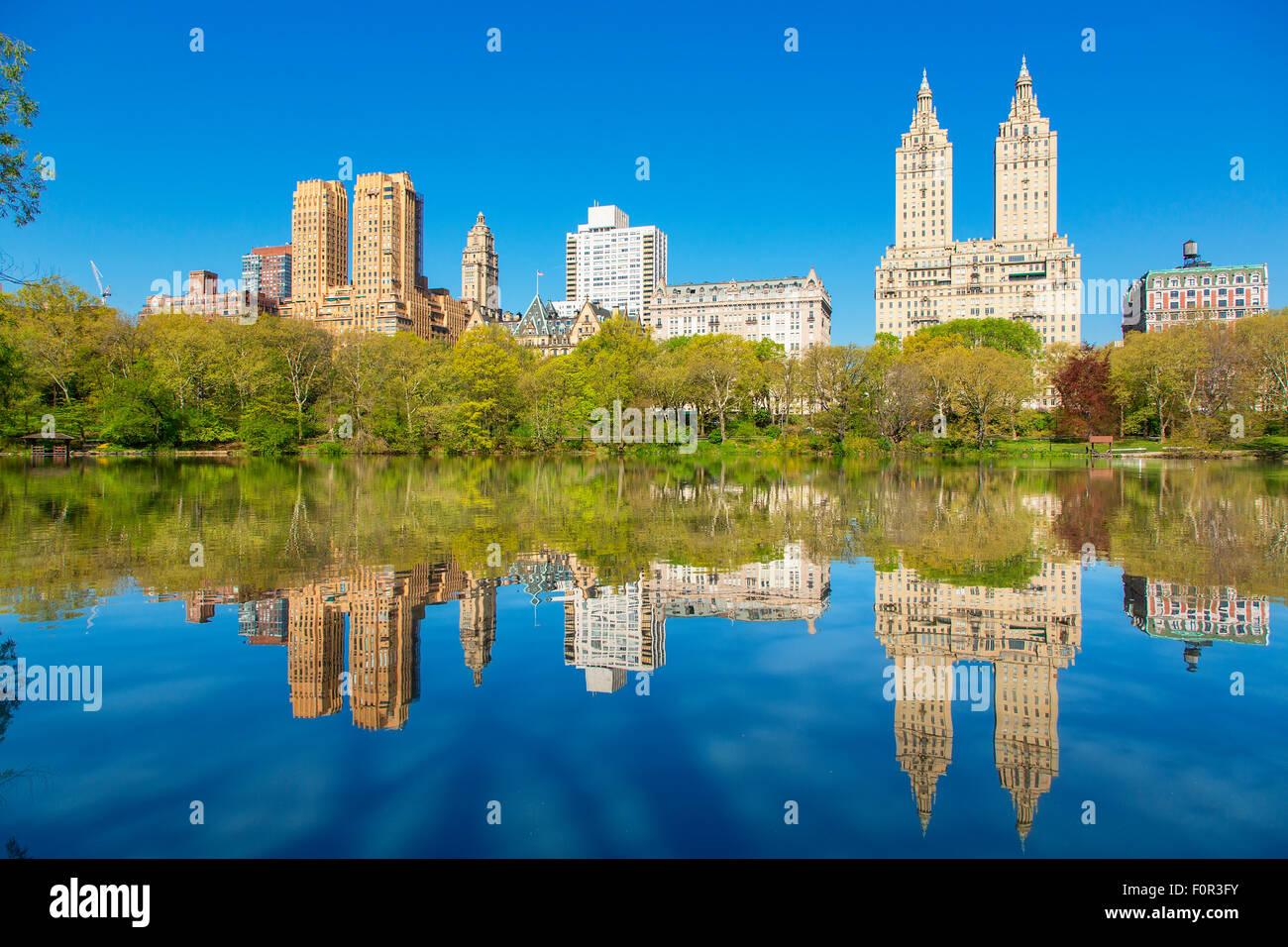 New York City Skyline vom Central Park entfernt Stockbild