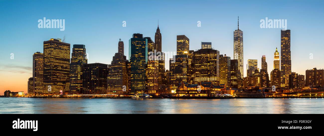 New York City bei Nacht Stockbild