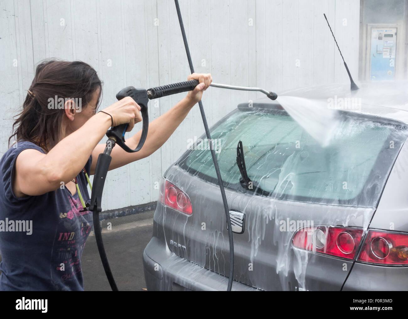 car washing stockfotos car washing bilder alamy. Black Bedroom Furniture Sets. Home Design Ideas
