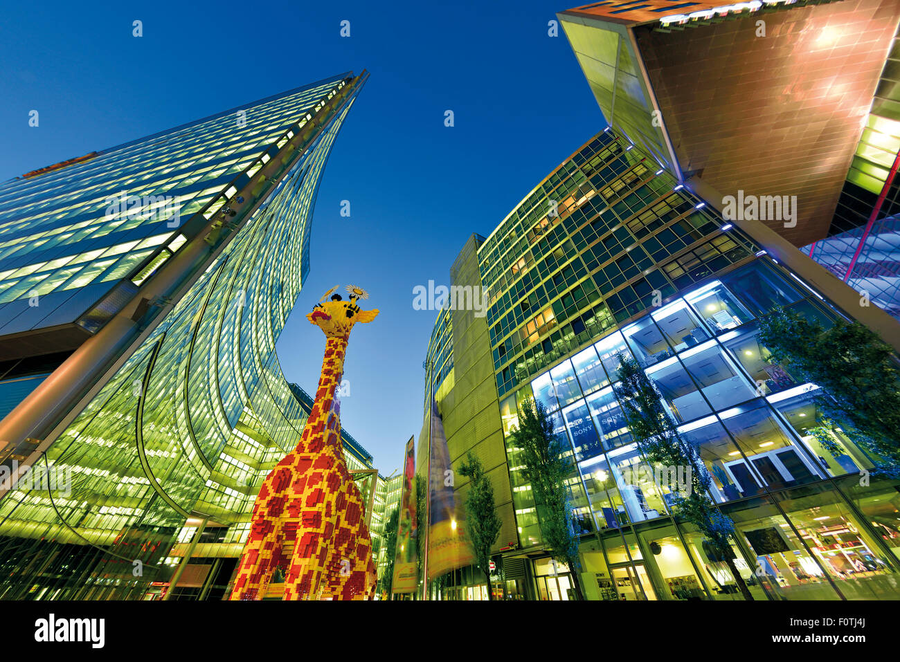 Deutschland, Berlin: Zeitgenössische Architektur am Potsdamer Platz bei Nacht Stockbild
