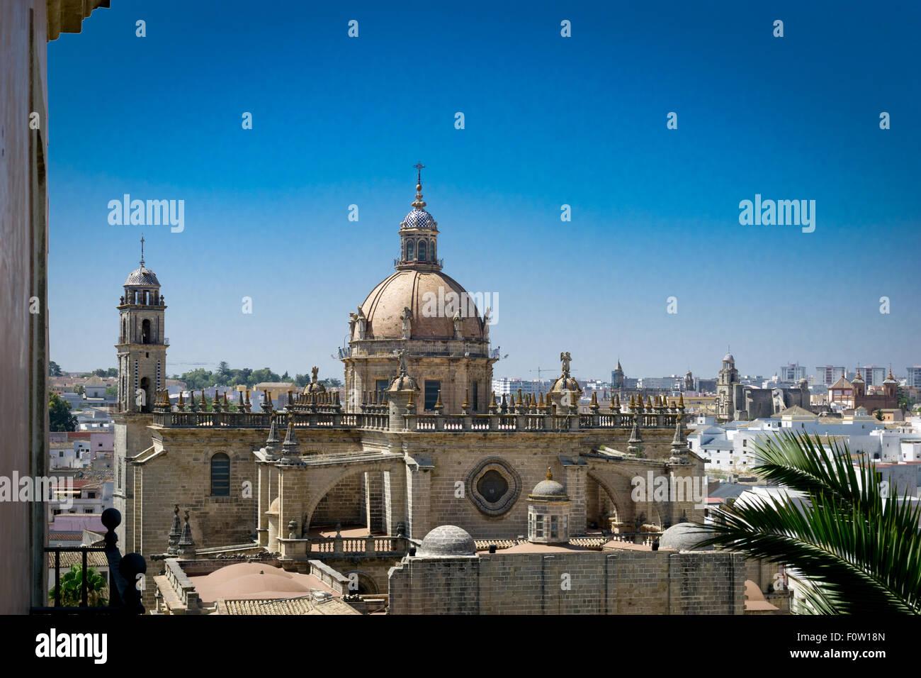 Die Kathedrale von Jerez von Alcazar gesehen. Stockbild