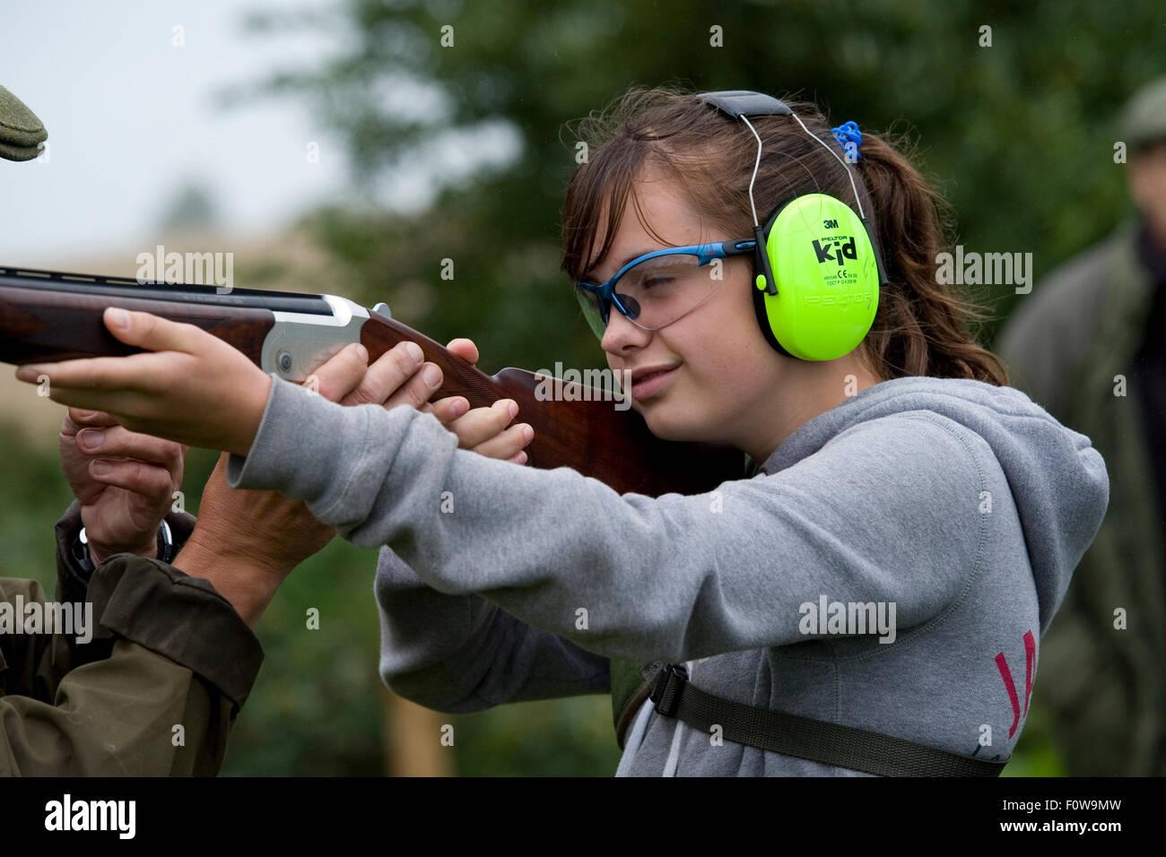 Kind mit einem schießen Lektion Stockbild
