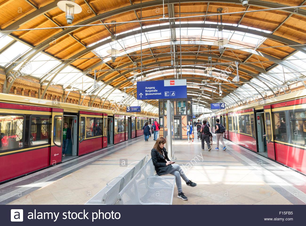 Hackescher Markt S-Bahn Station, Berlin, Deutschland Stockbild