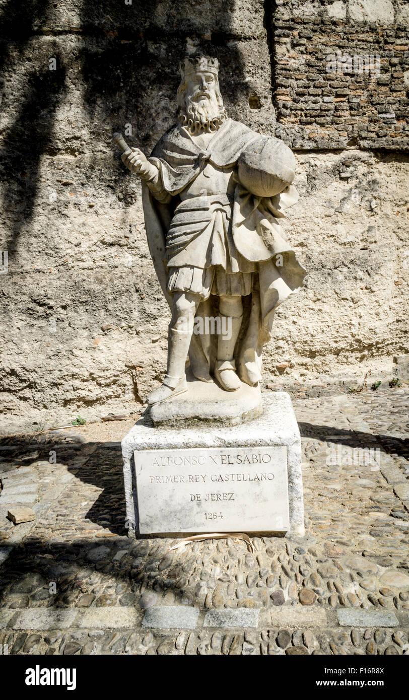 Statue von König Alfonso X (El Sabio) im Alcazar in Jerez De LA Frontera, Spanien. Stockbild