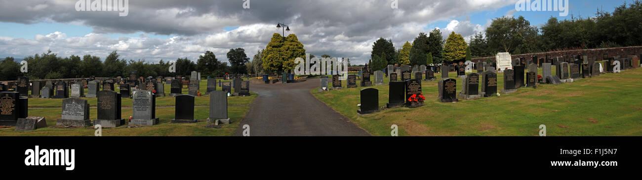 Laden Sie dieses Alamy Stockfoto Breite Schuss des Pfades zur Gedenkstätte Lockerbie PA103 im Sommer, Schottland, UK - F1J5N7