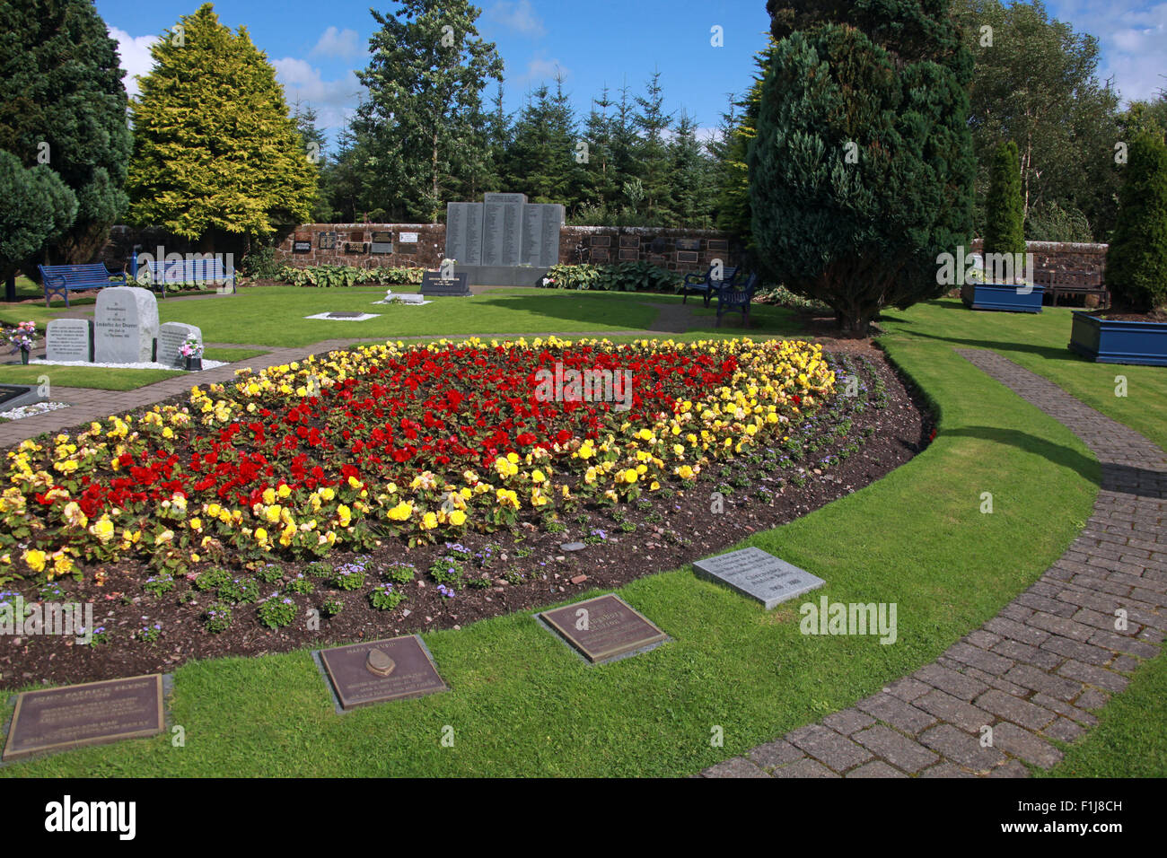 Laden Sie dieses Alamy Stockfoto Lockerbie PanAm103 In Erinnerung Memorial Garden, Schottland - F1J8CH