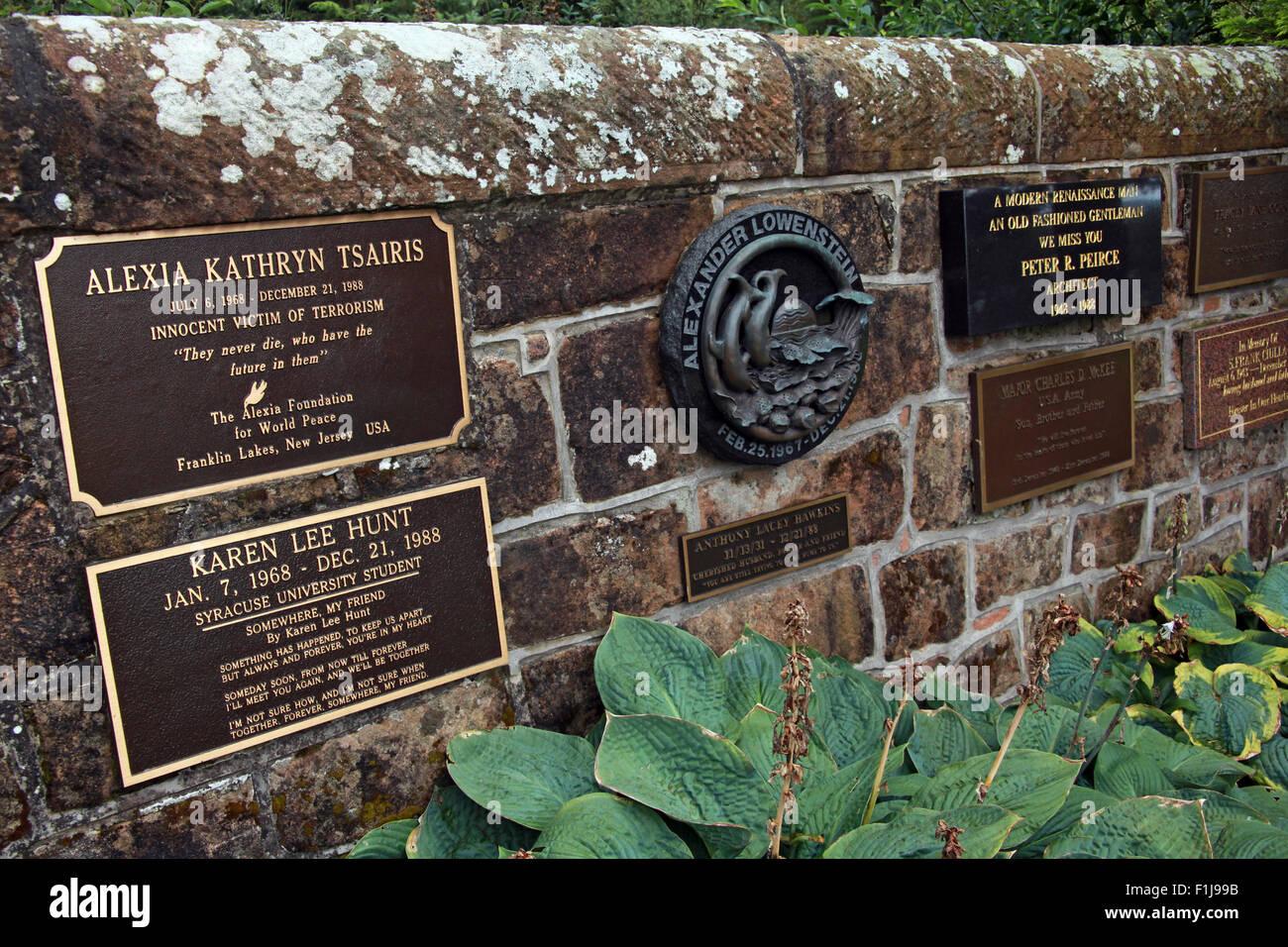 Laden Sie dieses Alamy Stockfoto Lockerbie PanAm103 In Erinnerung Memorial Wall, Schottland - F1J99B