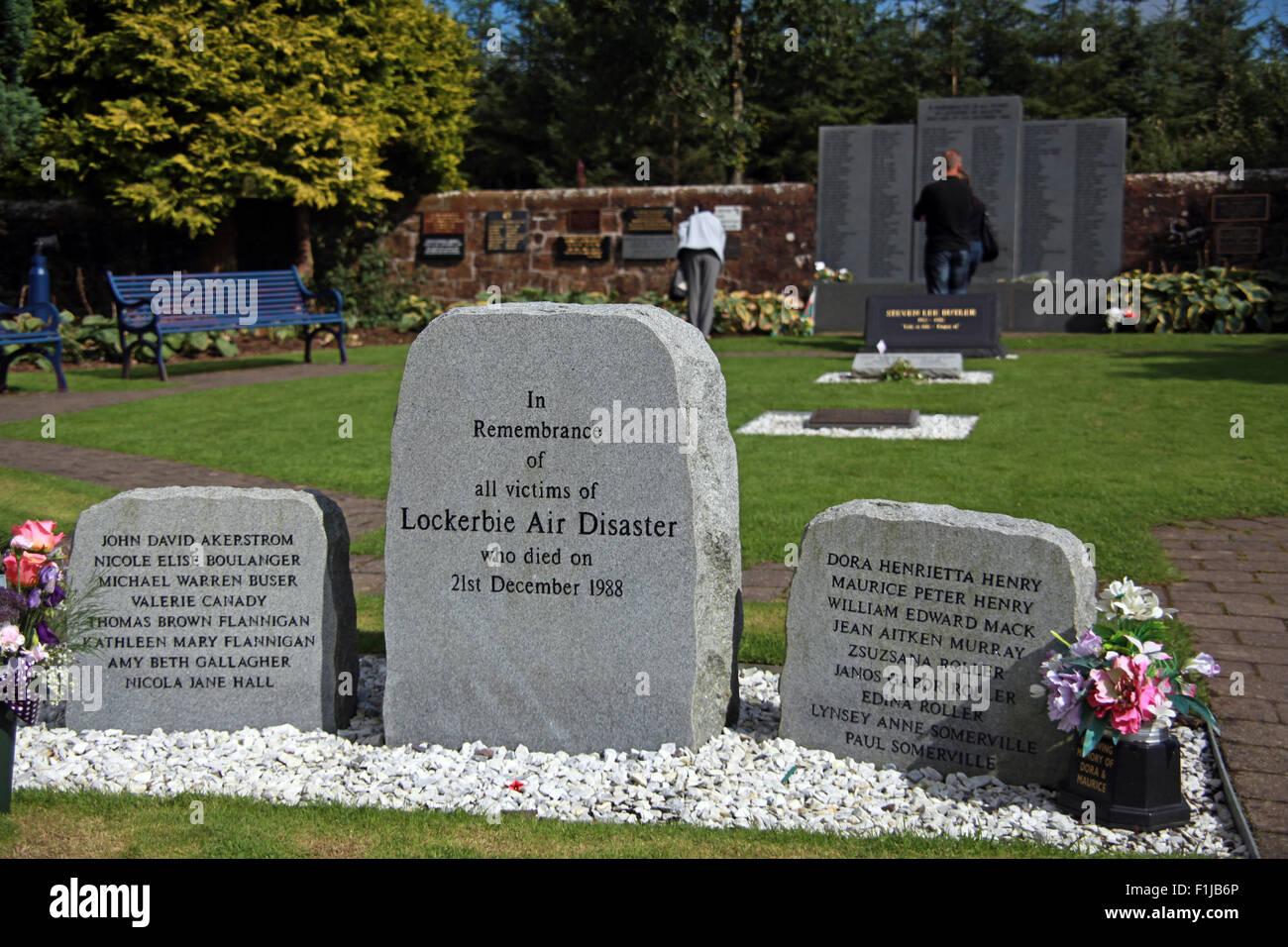 Laden Sie dieses Alamy Stockfoto Lockerbie PanAm103 In Erinnerung Memorial Besucher erinnern, Schottland - F1JB6P