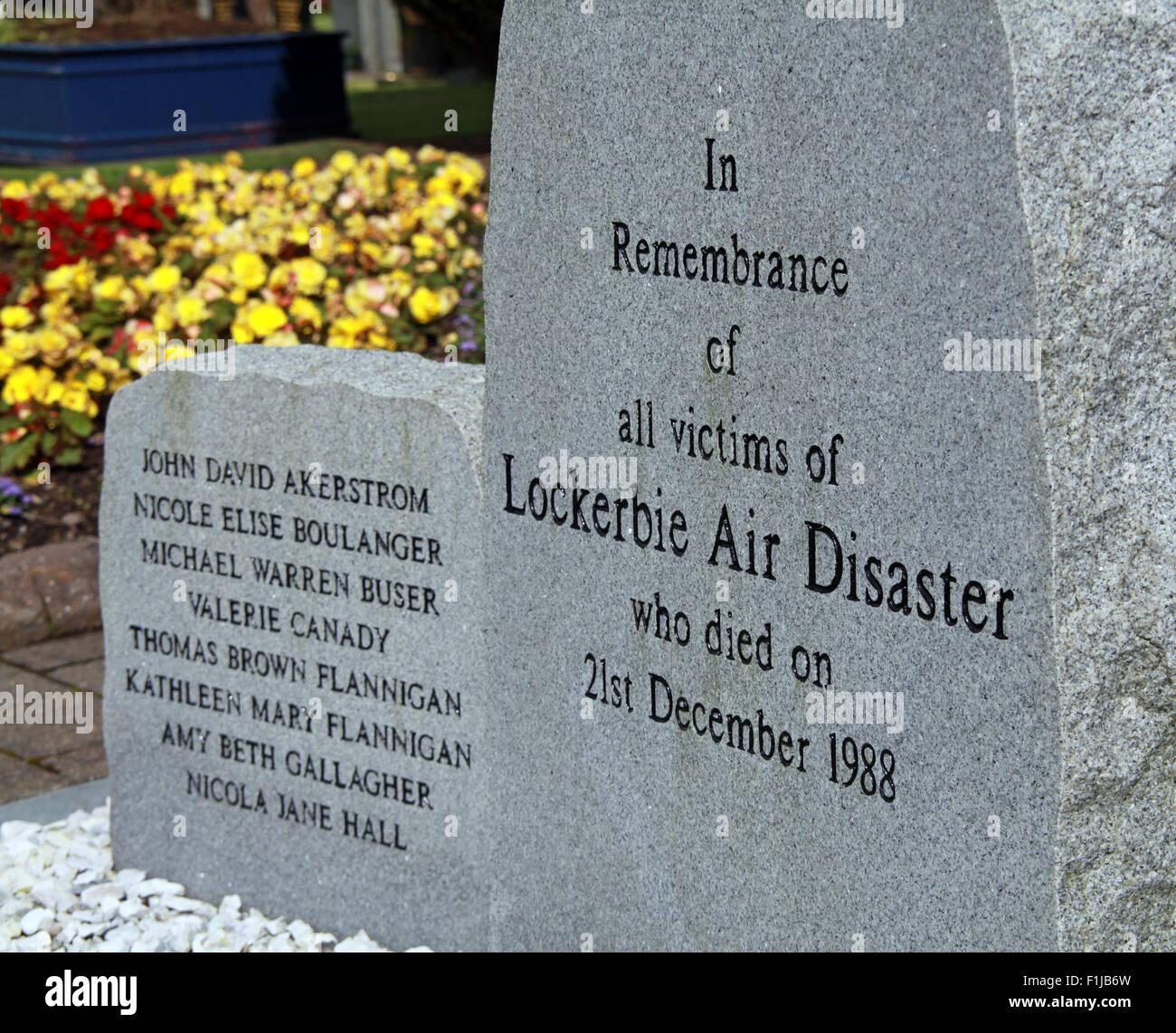 Laden Sie dieses Alamy Stockfoto Lockerbie PanAm103 In Erinnerung Memorial Steinen Nahaufnahme, Schottland - F1JB6W