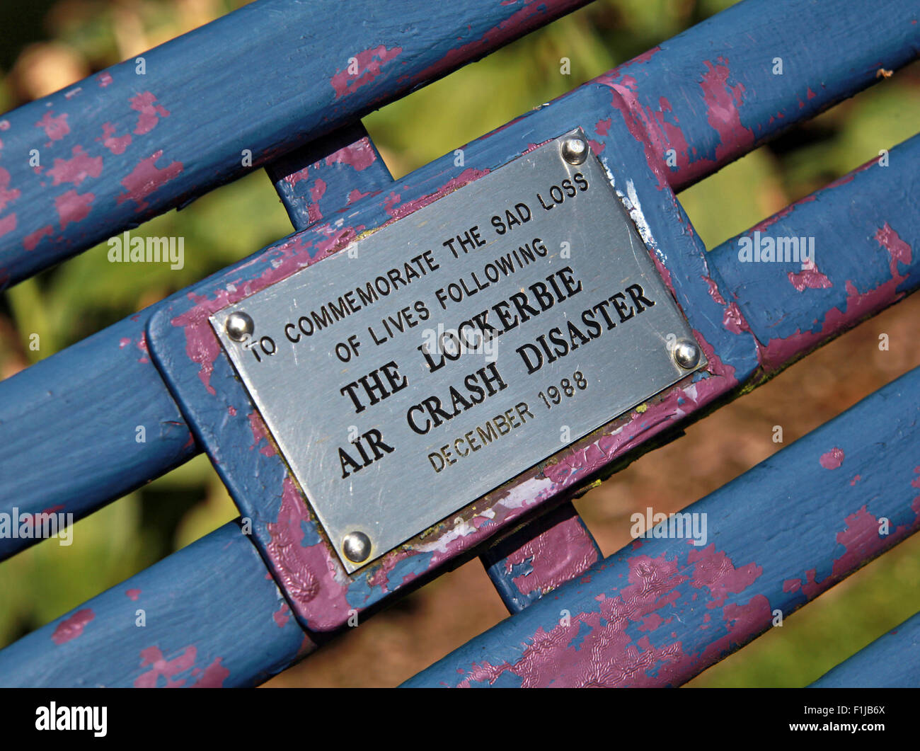 Laden Sie dieses Alamy Stockfoto Lockerbie PanAm103 In Erinnerung Memorial Bank, Schottland - F1JB6X