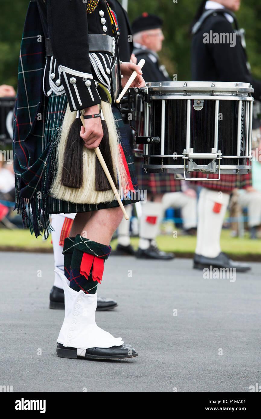 Trommler Kilt Sporran und Trommel in einer massierten Pipe Band bei Floors Castle. Kelso, Schottland Stockbild