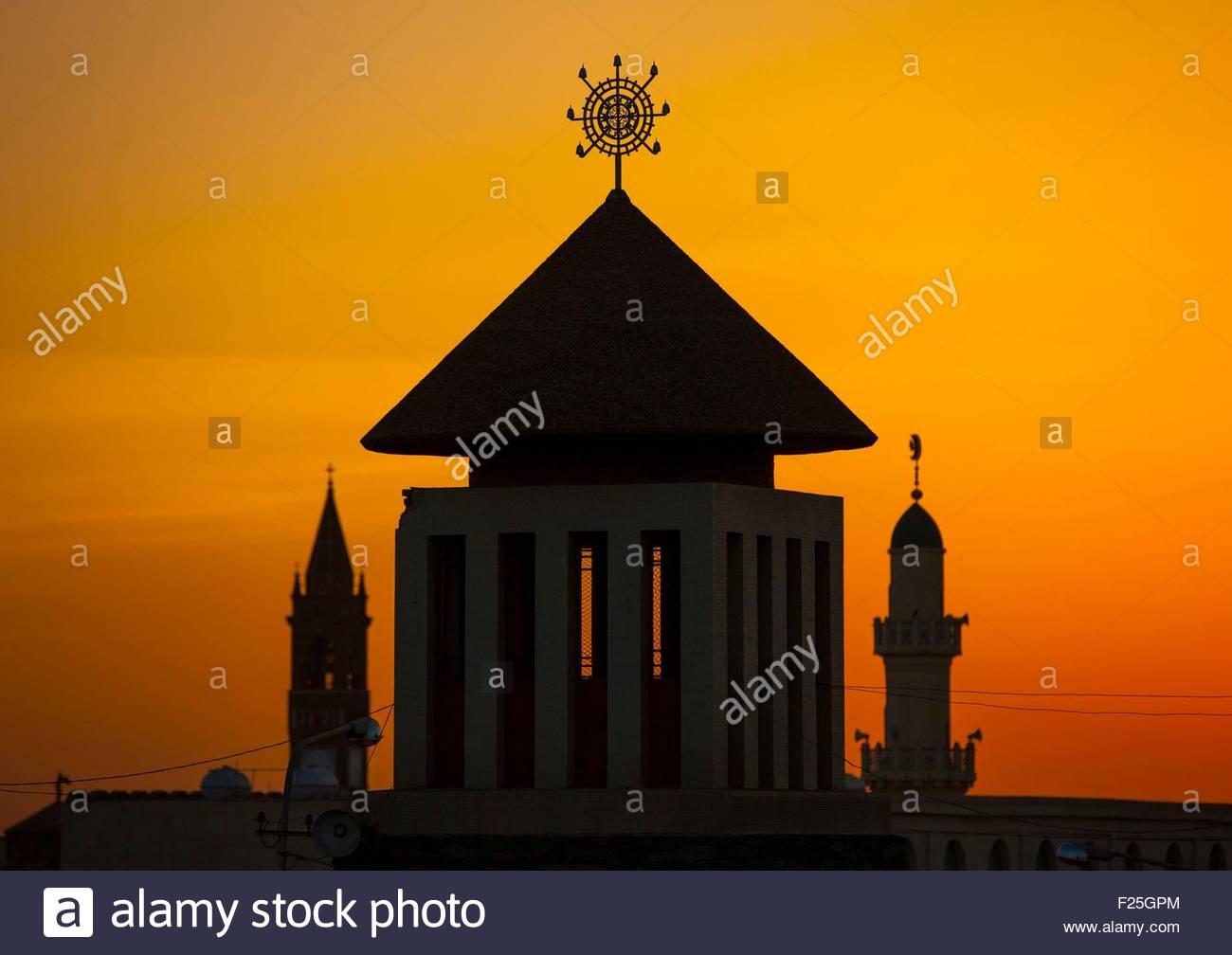 Maekel, Asmara, Eritrea, Sonnenuntergang über Enda Mariam orthodoxe Kathedrale Stockbild