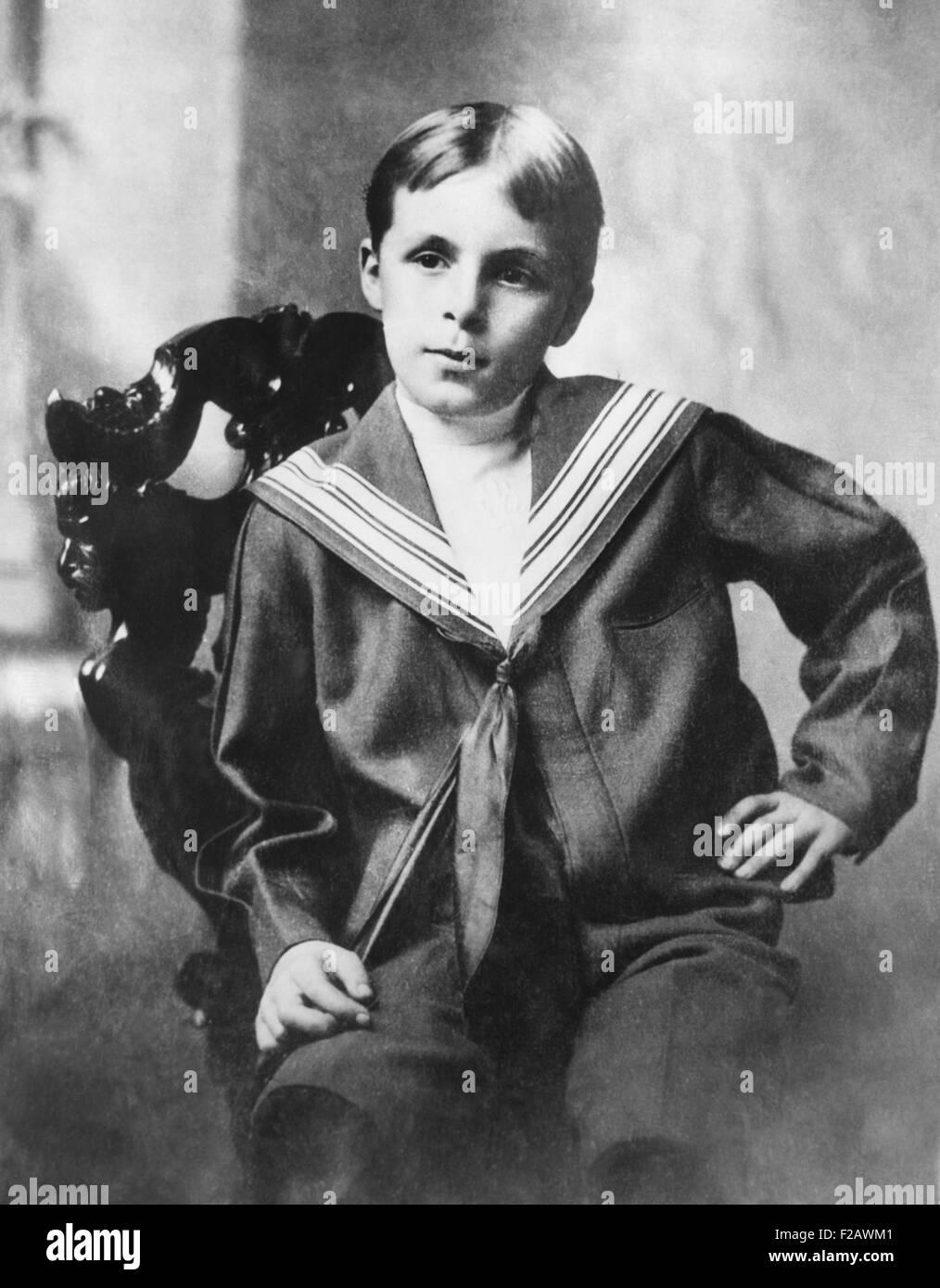 Bill Tilden, legendären Tennis-Champion als ein acht Jahre alter Junge in einem Middy Hemd. Tilden entstammte Stockbild