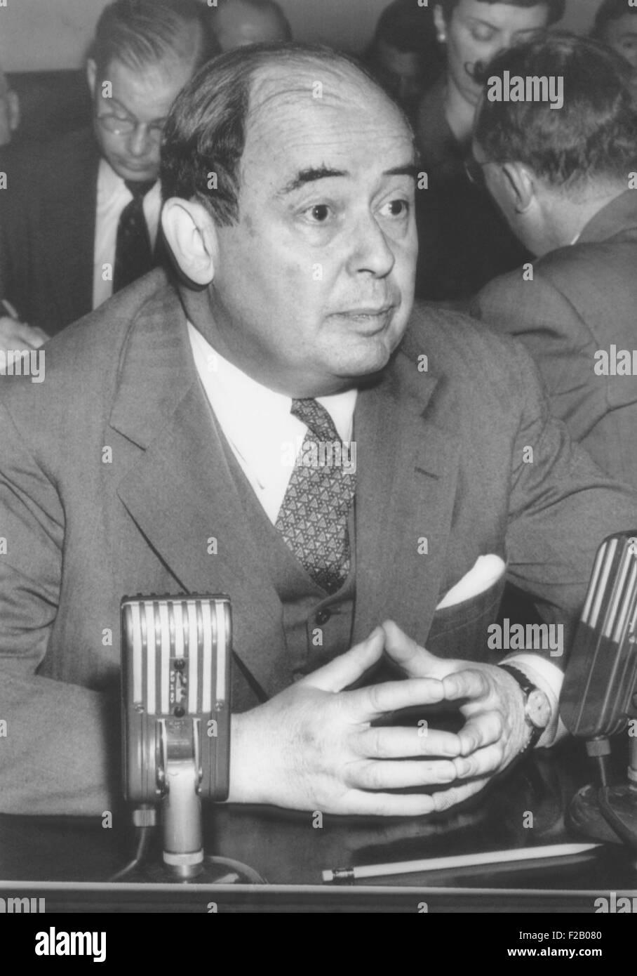 Dr. John von Neumann, eine 51-jährige Mathematiker vor Kongress Atomic Energy Ausschuss. Nach seinem Auftritt Stockbild