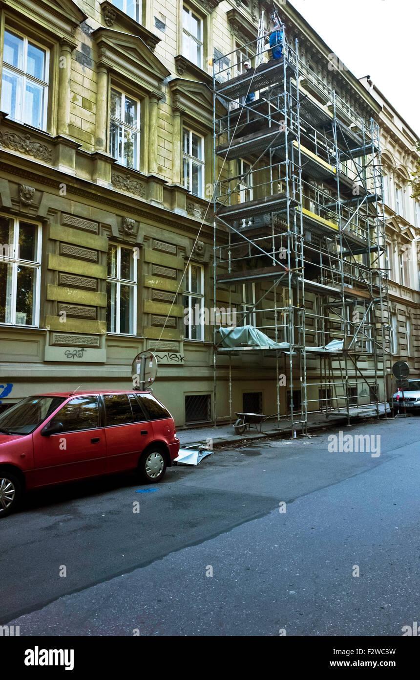 Gerüste für den Wiederaufbau zu arbeiten, in einem Gebäude Stockbild