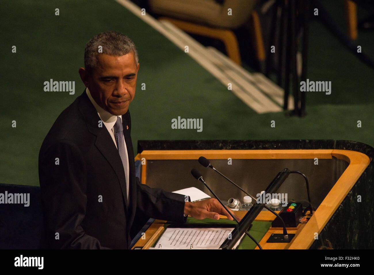 New York, Vereinigte Staaten von Amerika. 28. Sep, 2015. Präsident Barack Obama spricht mit der 13. Plenartagung Stockfoto