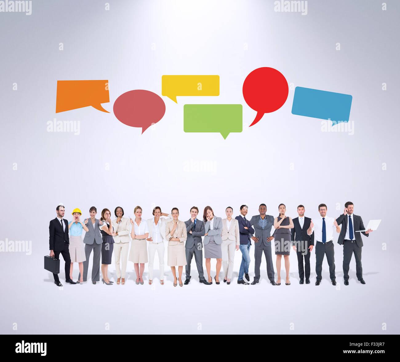 Zusammengesetztes Bild des multiethnischen Geschäftsleute nebeneinander stehen Stockbild