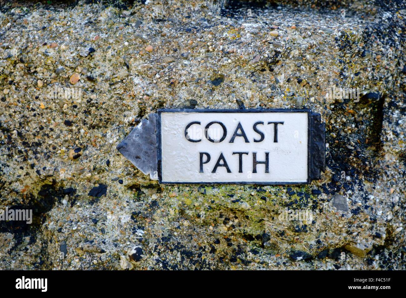 Küstenpfad unterzeichnen auf dem South West Coast Path, Halbinsel Lizard, Cornwall, England, UK Stockbild