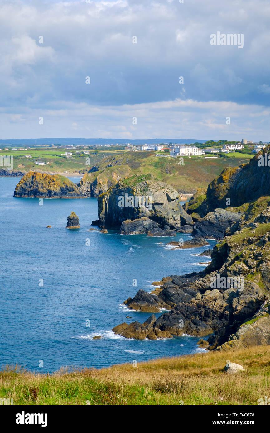 Blick auf die Küste von Cornwall Cornwall von South West Coast Path an Pfosten, Lizard Halbinsel, England, Stockbild