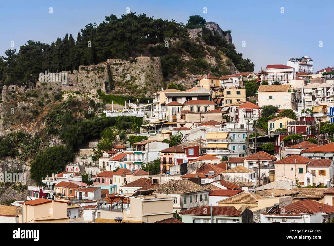Griechenland, Parga, Epirus, erhöhten Blick auf Stadt und venezianische Burg, morgen Stockbild