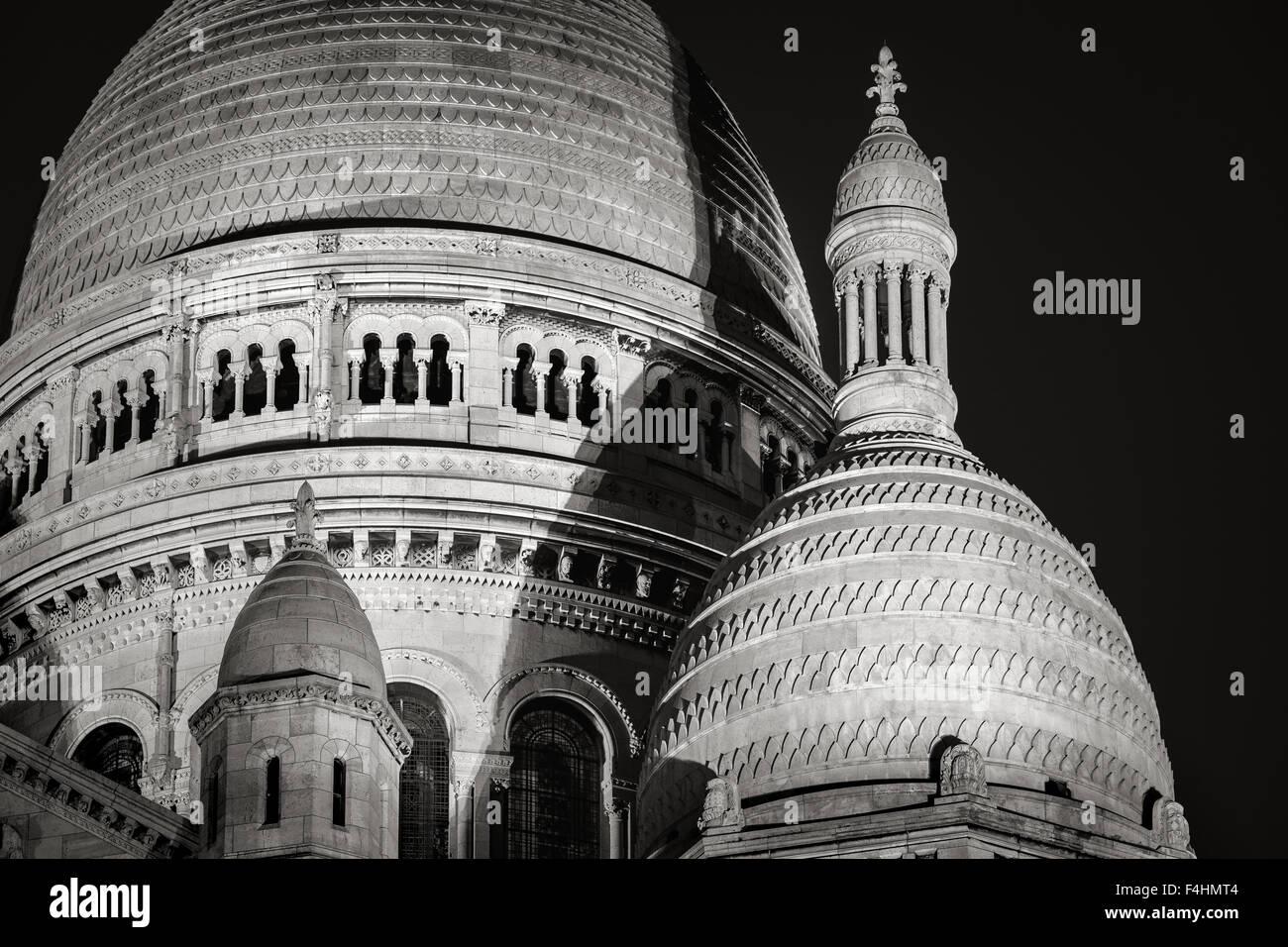 Detail der Kuppeln der Sacré Coeur Basilika (Basilika des Heiligen Herzens) in der Nacht, Montmartre, 18. Jh., Stockbild