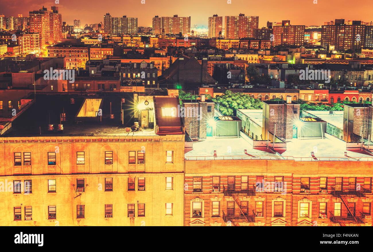 Retro getönten Harlem Nachbarschaft in der Nacht, NYC, USA. Stockbild
