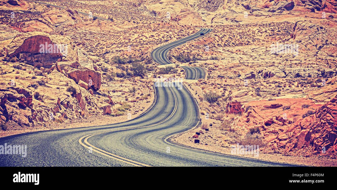 Vintage getönten gebogen Wüste Autobahn, Reisekonzept Abenteuer, USA. Stockbild