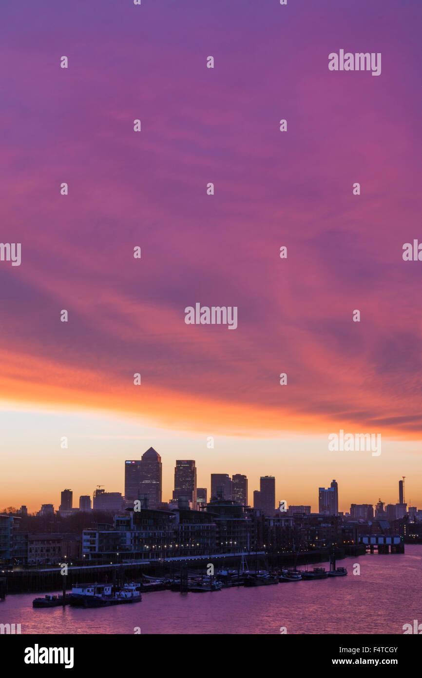 England, London, Docklands, Canary Wharf Skyline Stockbild