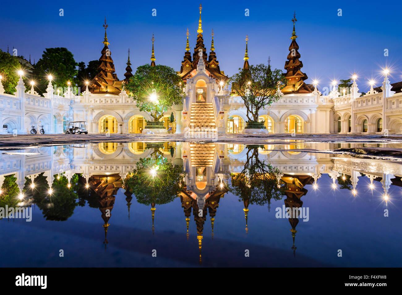 Castle hotel stockfotos castle hotel bilder alamy for Traditionelles thai haus