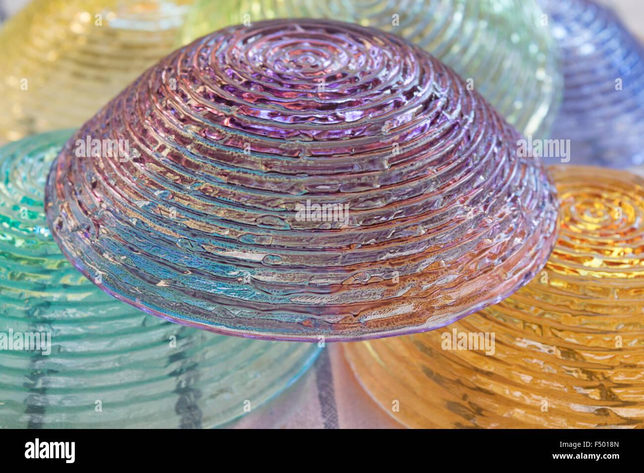 Detail der Schale aus farbigem Glas, invertiert Stockbild