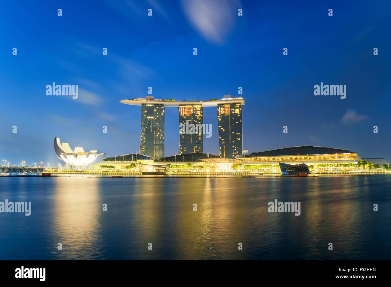 Wunderschönen Sonnenaufgang in Marina Bay in Singapur Stockbild