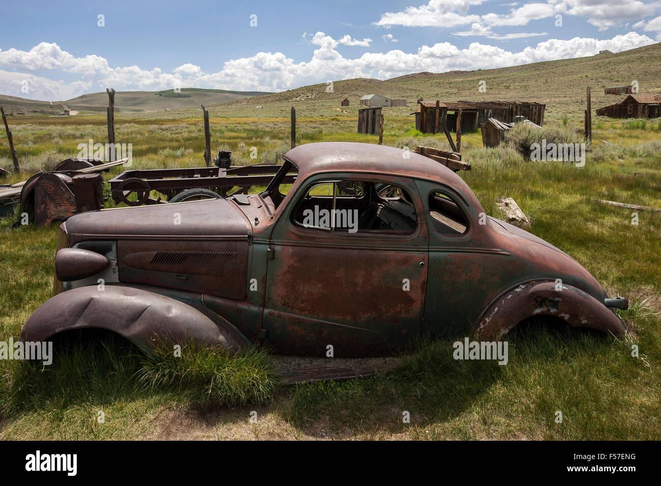 Verrosteten Oldtimer aus den 30er-Jahren, Altgold Bergbaustadt, Geisterstadt Bodie State Historic Park, Bodie, Kalifornien, Stockbild