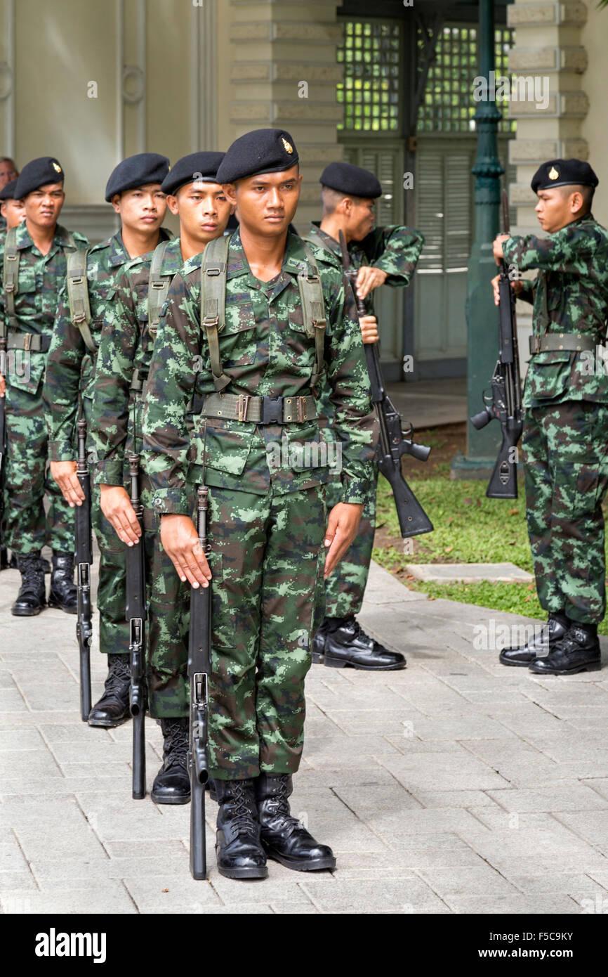 Thailändische Armee Bohren bei Bang Pa In, königlichen Sommerpalast, Ayutthaya, Thailand Stockbild