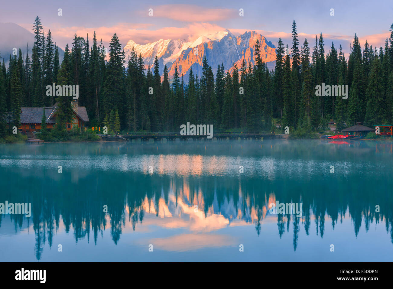 Sunrise Emerald Lake Im Yoho Nationalpark Britisch Kolumbien Kanada British Columbia Stockfotos Bilder Alamy