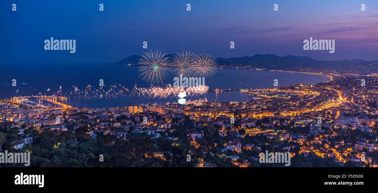 Feuerwerk in Cannes Stockbild
